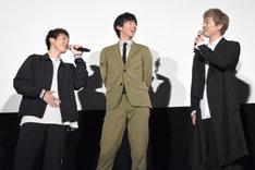「耀人は自分がかわいいのを自覚しているからなあ」と話す大東駿介(右)と、笑顔で「はい!」と答える若山耀人(左)。