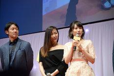 両親S再婚後の小石川家キャスト。左から筒井道隆、中山美穂、桜井日奈子。