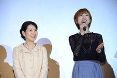 左から吉永小百合、吉澤ひとみ。