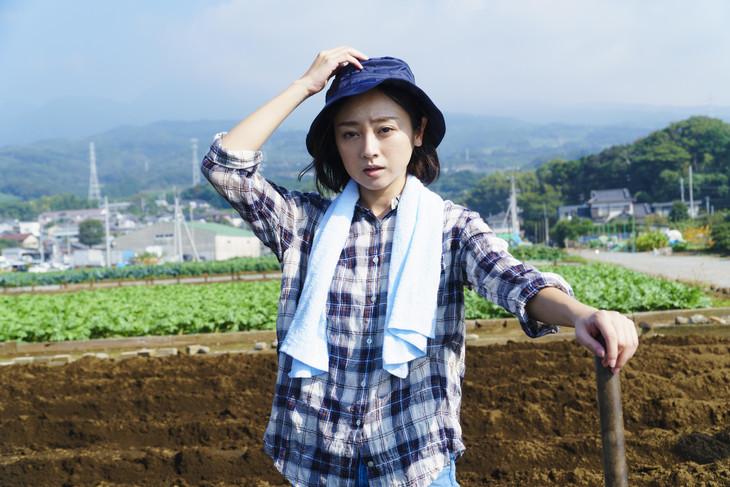 「ゼニガタ」より、安達祐実演じる真田留美。