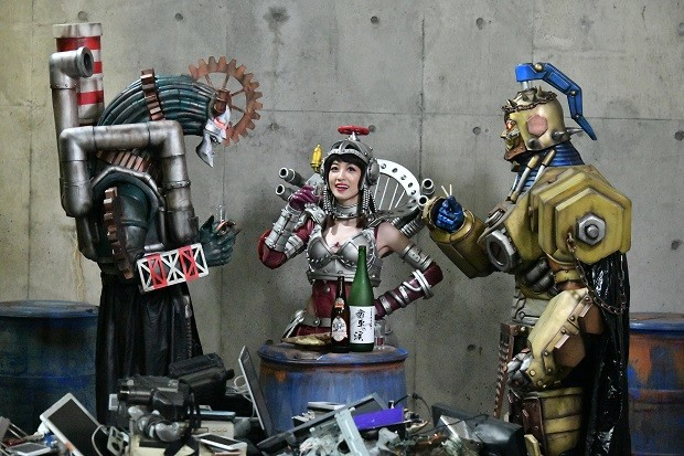「炎神戦隊ゴーオンジャー 10 YEARS GRANDPRIX」より、及川奈央演じる害水大臣ケガレシア(中央)。