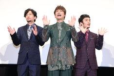 2018年4月6日に行われた「クソ野郎と美しき世界」完成披露初日舞台挨拶にて、左から稲垣吾郎、香取慎吾、草なぎ剛。