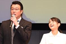 左から加藤浩次、葵わかな。