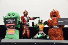 「劇場版 仮面ライダーアマゾンズ Season1 覚醒」「劇場版 仮面ライダーアマゾンズ Season2 輪廻」完成記念連続上映会の様子。