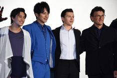 左から佐野岳、溝端淳平、トム・ホランド、アンソニー・ルッソ。