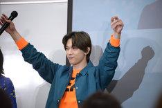 遊のほうが魅力的だと思う観客たちの拍手を浴びる吉沢亮。