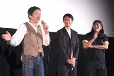 左から奥田瑛二、筒井道隆、鈴木Q太郎。