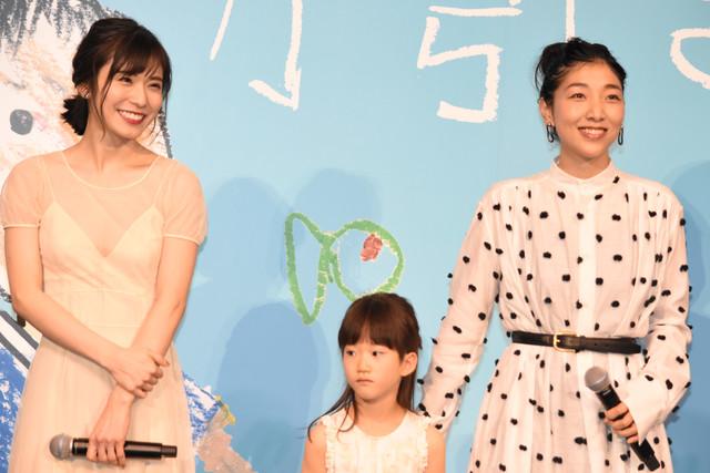 左から松岡茉優、佐々木みゆ、安藤サクラ。