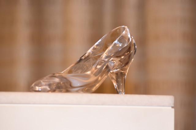 「Cinder Ella(シンデレラ)~ある愛と自由の物語~」に登場するガラスの靴。