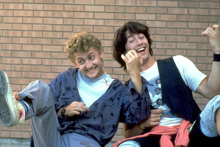「ビルとテッドの大冒険」撮影当時のキアヌ・リーヴス(右)、アレックス・ウィンター(左)。(写真提供:Orion Pictures Corporation / Photofest / ゼータ イメージ)