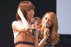 左から西野七瀬、桜井玲香。