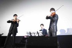映画「ゼニガタ」のテーマソング「Volcano」を生演奏するTSUKEMEN。