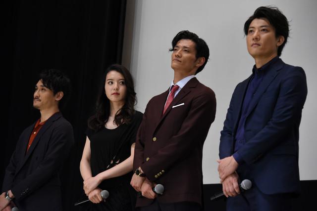 左から勝也、宮原華音、田邊和也、俊藤光利。
