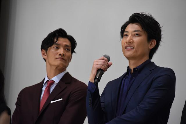左から田邊和也、俊藤光利。