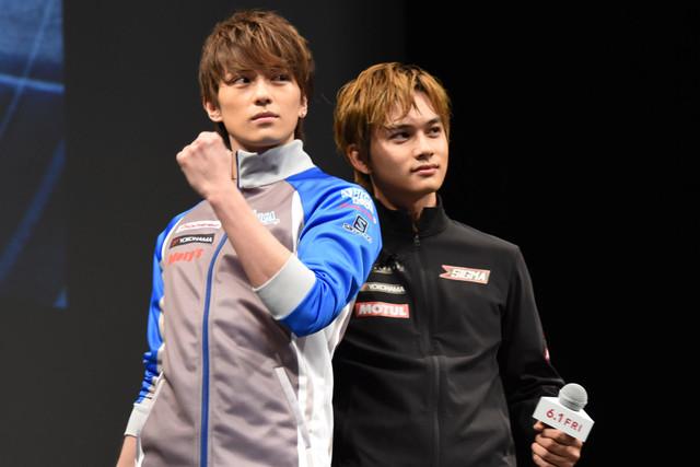 3番勝負に向けて意気込む新田真剣佑(左)と北村匠海(右)。