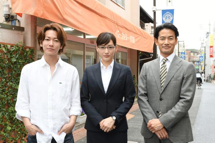 左から佐藤健、綾瀬はるか、竹野内豊。