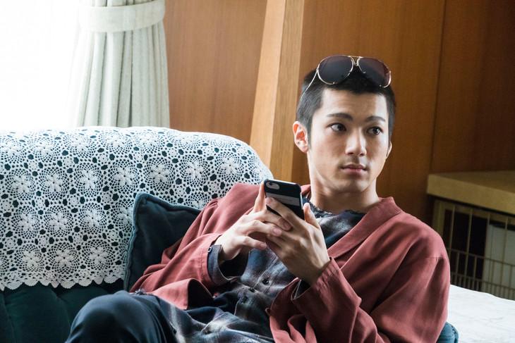 ドラマ「ミス・シャーロック」より、山田裕貴演じる鷹山優一。