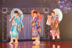 左から鷹梁ミナト役の五十嵐雅、太刀花ユキノジョウ役の斉藤壮馬、涼野ユウ役の内田雄馬。
