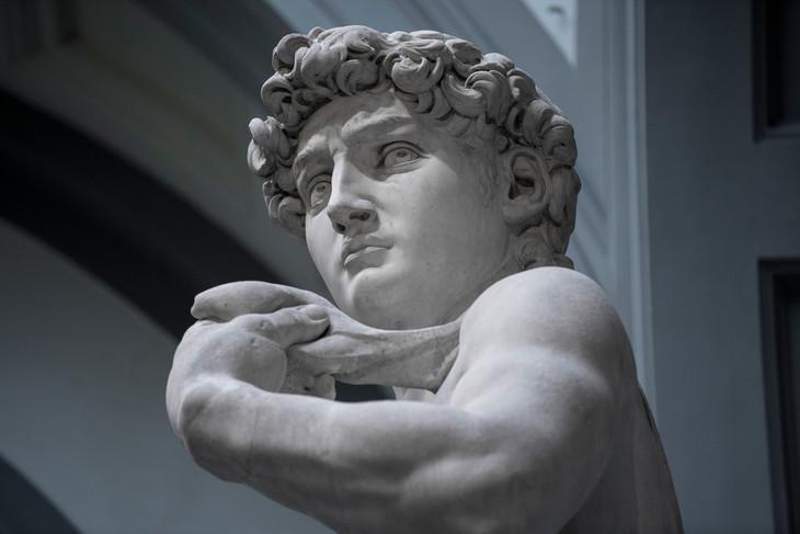 「ダヴィデ」アカデミア美術館 (R)デビッド・ビッカースタッフ
