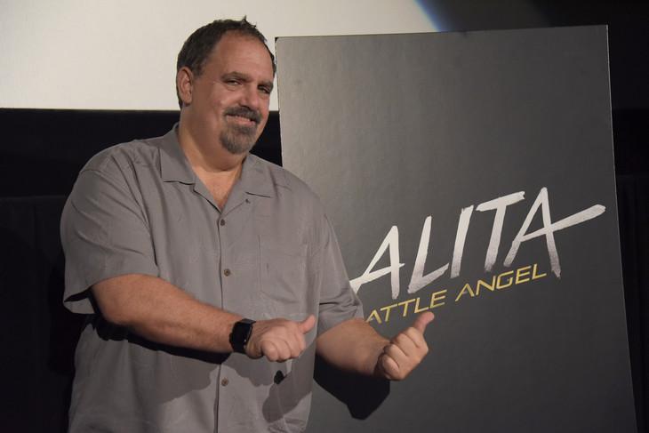 「アリータ:バトル・エンジェル」のプレゼンテーションに参加したジョン・ランドー。