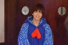 「崖っぷちホテル!」第10話より。岩田剛典演じる宇海。