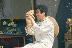 「旅猫リポート」より、前野朋哉演じる吉峯大吾。
