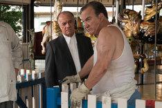 「女と男の観覧車」より、ジム・ベルーシ演じるハンプティ(右)。