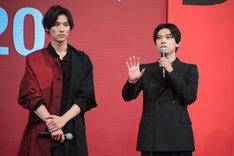 左から福士蒼汰、吉沢亮。
