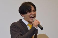 「カジキイエロー!」と絶叫する榊原徹士。