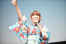 「ポケちわー!」と呼びかける中川翔子。