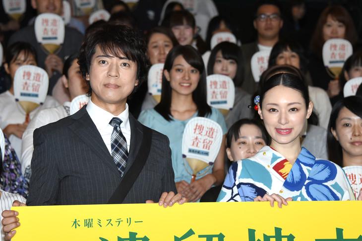 ドラマ「遺留捜査」第5シーズン初回2時間スペシャル完成披露試写会の様子。左から上川隆也、栗山千明。