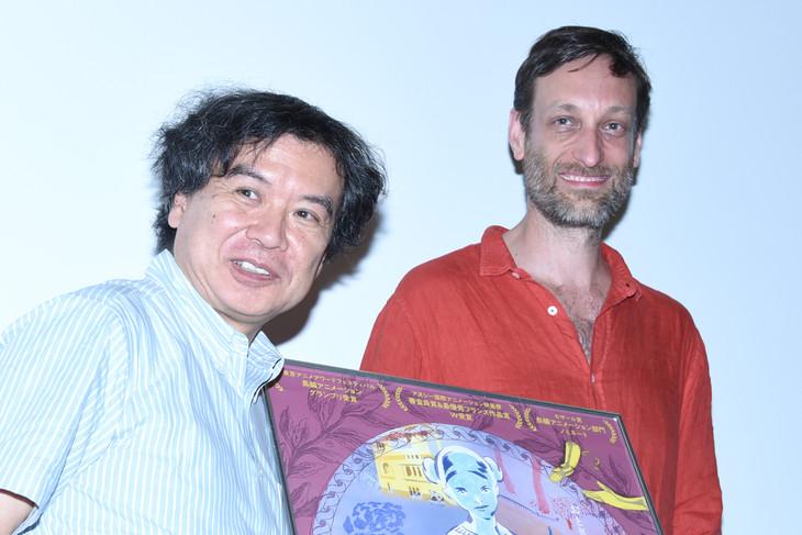 「大人のためのグリム童話 手をなくした少女」トークイベントの様子。左から片渕須直、セバスチャン・ローデンバック。