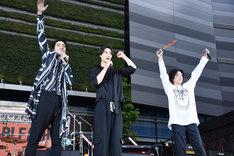 「ぜひ僕らを尸魂界(ソウル・ソサエティ)に連れて行ってください、お願いします!」と呼びかける小柳友(左)。