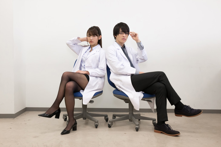 「理系が恋に落ちたので証明してみた。」実写版キャストの浅川梨奈(左)と西銘駿(右)。