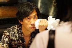 「響 -HIBIKI-」より、北村有起哉演じる鬼島仁。