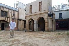 フランス・マルヌにてロケハン中の是枝裕和。