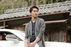 「青夏 きみに恋した30日」より、佐藤寛太演じる男性。