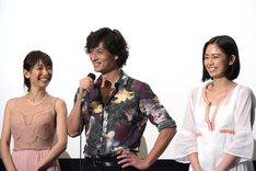 左から永夏子、安藤政信、松田リマ。