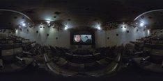「ミッション:インポッシブル/フォールアウト」無人4DX360°動画をVRモードで観たときのイメージ。