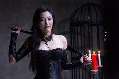 「私の奴隷になりなさい第3章 おまえ次第」より、福山理子演じる女王様・真奈美。