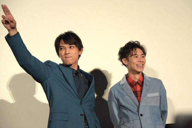 決めゼリフを披露し、満足げな吉沢亮(左)。