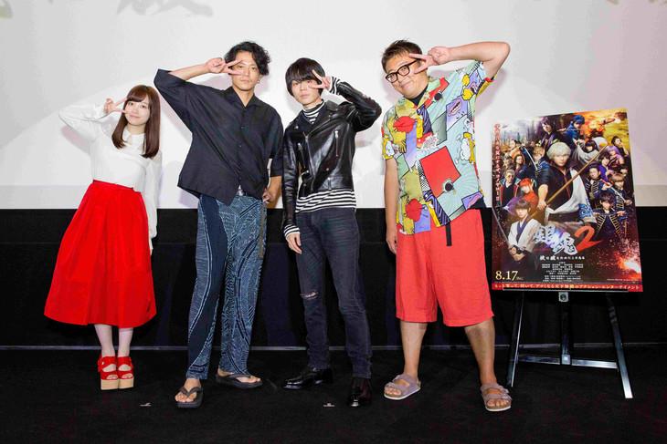 京都舞台挨拶の様子。左から橋本環奈、小栗旬、菅田将暉、福田雄一。