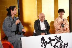 左から高良健吾、中島貞夫、多部未華子。