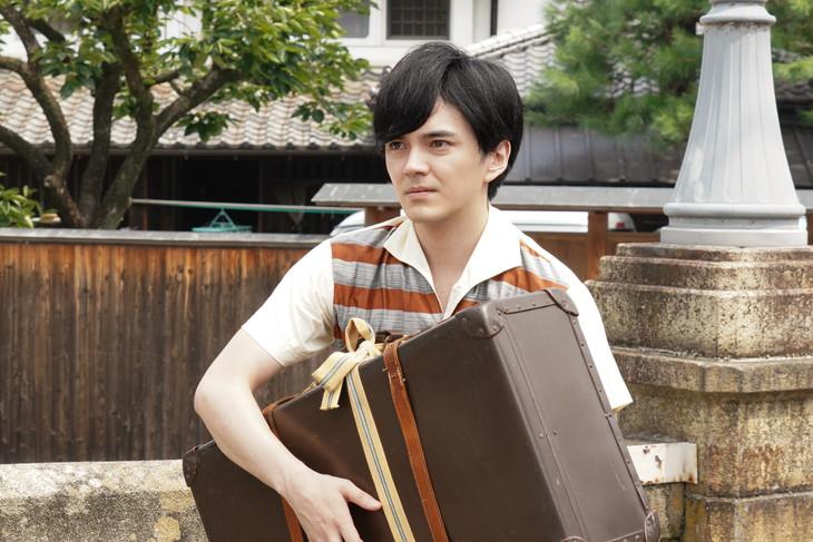 「ヒーローを作った男 石ノ森章太郎物語」より、林遣都演じる赤塚不二夫。