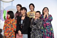 """篠原涼子の""""平成""""連呼に笑う、高校時代の""""SUNNY""""のメンバーを演じたキャストたち。"""