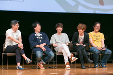 左からアベ ユーイチ、関智一、木村良平、小野賢章、むとうやすゆき。