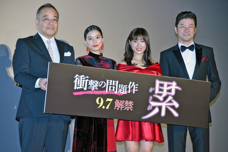 「累-かさね-」初日舞台挨拶。左から佐藤祐市、芳根京子、土屋太鳳、浅野忠信。