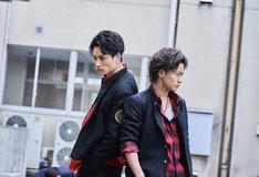「PRINCE OF LEGEND」より、Team京極兄弟。左から鈴木伸之演じる京極尊人、川村壱馬演じる京極竜。