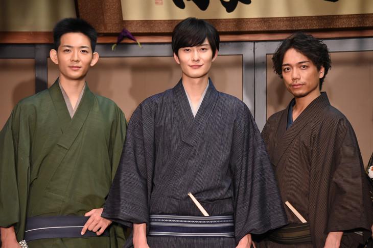 ドラマ「昭和元禄落語心中」取材会の様子。左から竜星涼、岡田将生、山崎育三郎。