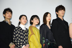 左から品田誠、加藤才紀子、日高七海、菅井知美、水石亜飛夢。